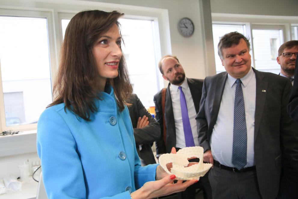 EU-Forschungskommissarin Gabriel zu Besuch bei ISTA (AT)